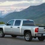 2013-Chevrolet-SilveradoHybrid-003-medium
